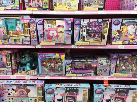 toys-r-us-littlest-pet-shop-display