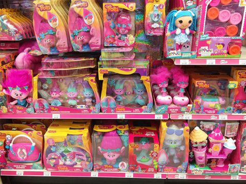 toys-r-us-trolls-display