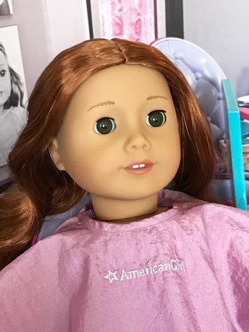 american-girl-ag-doll-61-getting-hair-styled