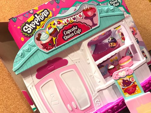 shopkins-season-4-cupcake-queen-cafe