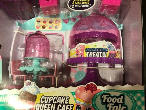 shopkins-season-4-cupcake-queen-cafe-toy