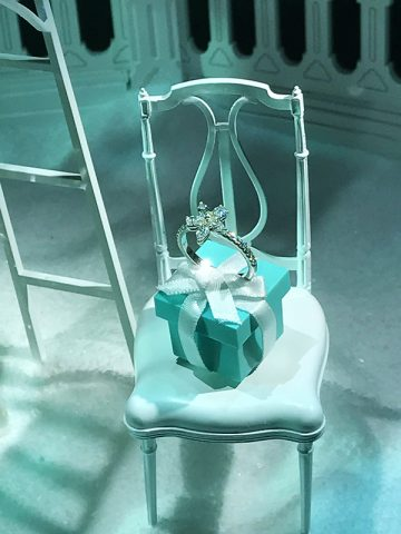 tiffany-store-window-decoration-ring